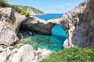 boat trips to sea caves in greece